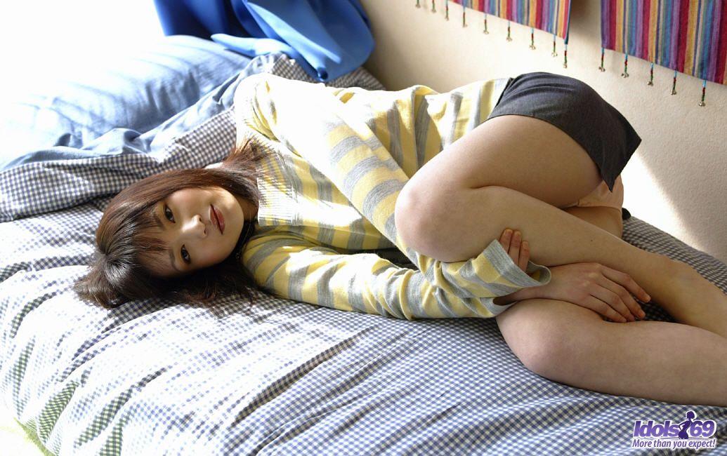 http://www.idols69.net/pictures/3-Ami/02.jpg