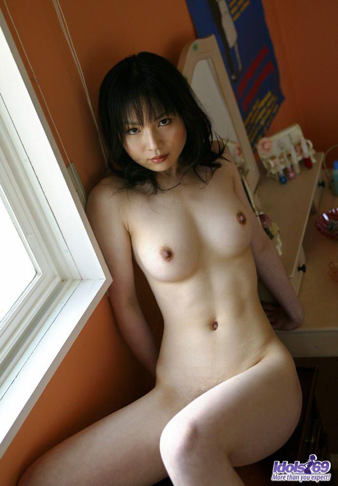 http://www.idols69.net/pictures/3-Ami/16.jpg